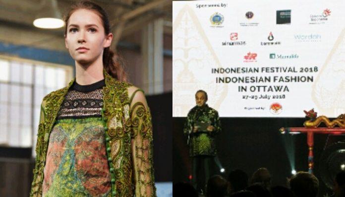 Model Rusia Berbusana Batik di Festival Indonesia