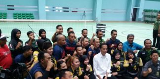 Presiden Joko Widodo meninjau jalannya latihan para atlet yang akan berlaga di kompetisi Asian Para Games 2018.