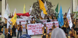 Mahasiswa Samarinda Demo di DPRD Kaltim