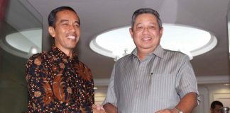 Presiden Jokowi bersama ketua umum partai demokrat Susilo Bambang Yudhoyono.