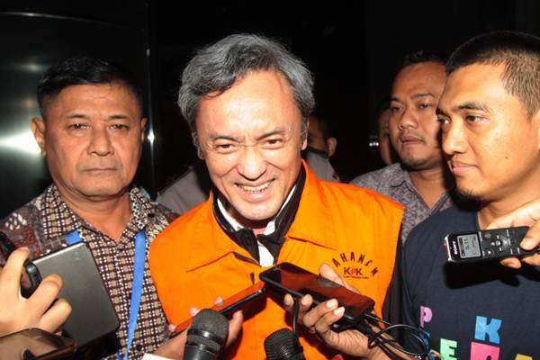 Tersangka kasus suap kepada panitera Pengadilan Negeri Jakarta Pusat Edy Nasution, Eddy Sindoro tiba di kantor KPK, Jakarta.