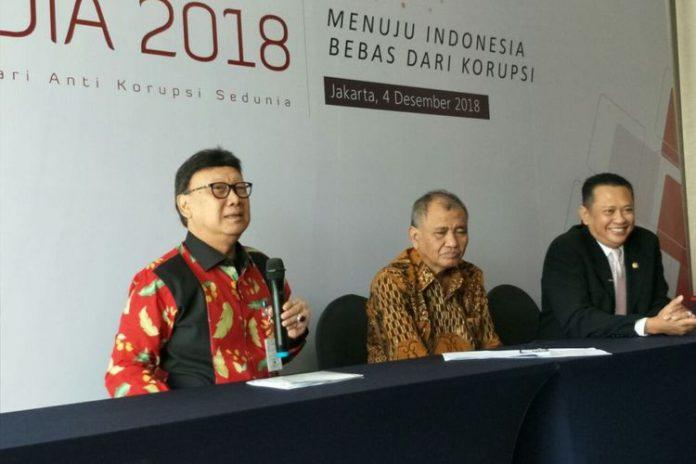 Mendagri Tjahjo Kumolo bersama Ketua KPK Agus Rahardjo dan Ketua DPR Bambang Soesatyo