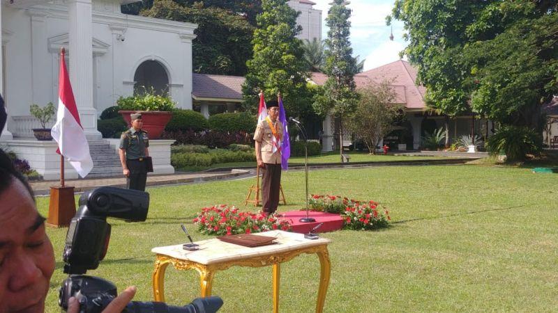Jokowi melantik Kak Buwas menjadi Ketua Kwarnas Gerakan Pramuka.