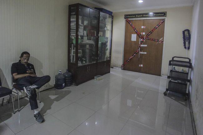 Pintu ruangan Asisten Deputi Olahraga Prestasi disegel oleh KPK di gedung Kemenpora.