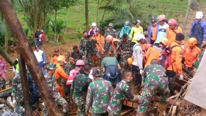 Pencarian korban longsor kampung adat dihentikan.