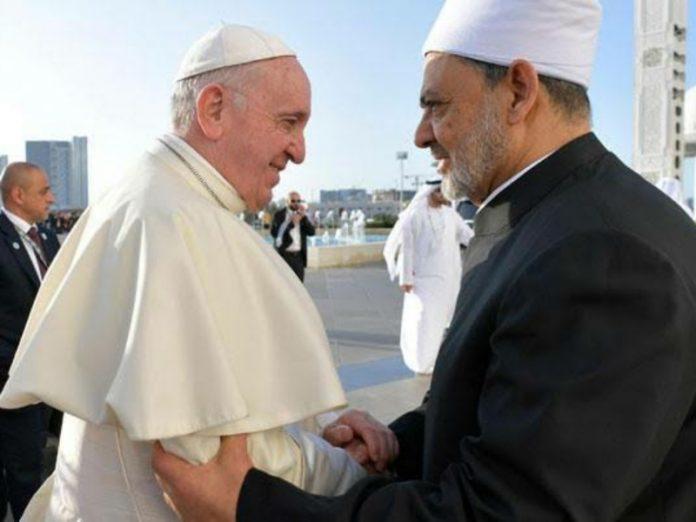 Paus Fransiskus dan Imam Besar Al Azhar.