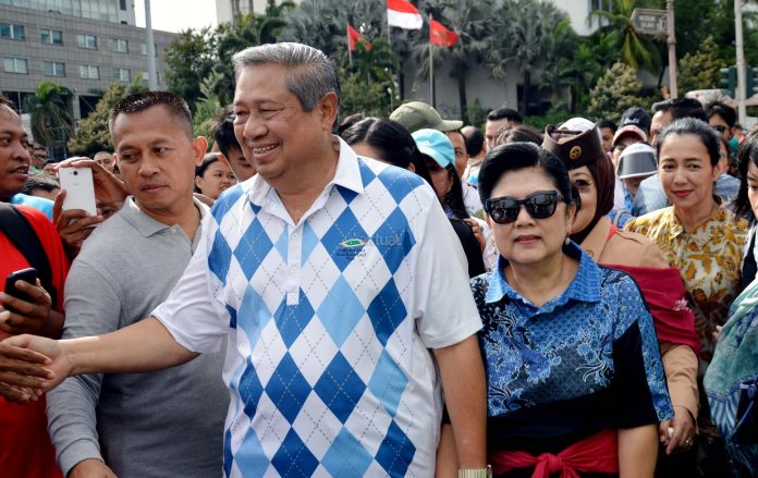 Susilo Bambang Yudhoyono didampingi Ani Yudhoyono.