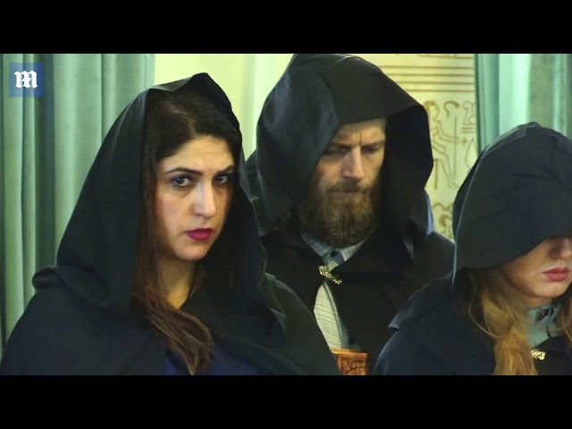 Penyihir Rusia Rapal Mantra.