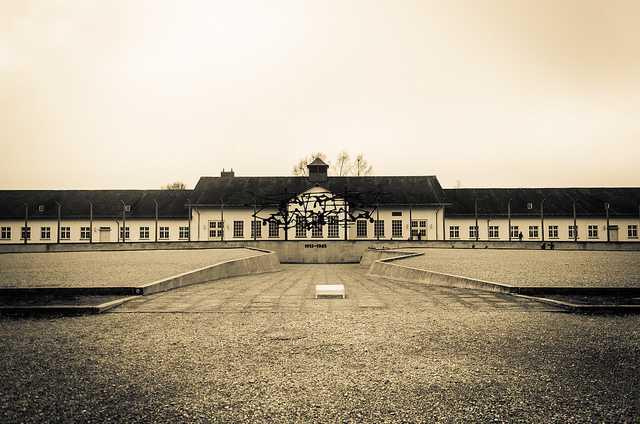 Kamp konsentrasi Nazi yang pertama di Dachau.