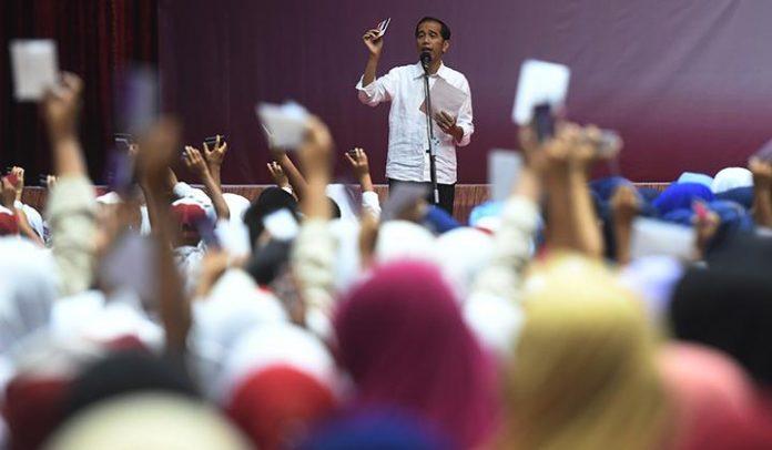 Kandidat petahana, Joko Widodo mengenalkan tiga kartu sakti yang akan direalisasikan jika terpilih kembali menjadi Presiden mendatang.