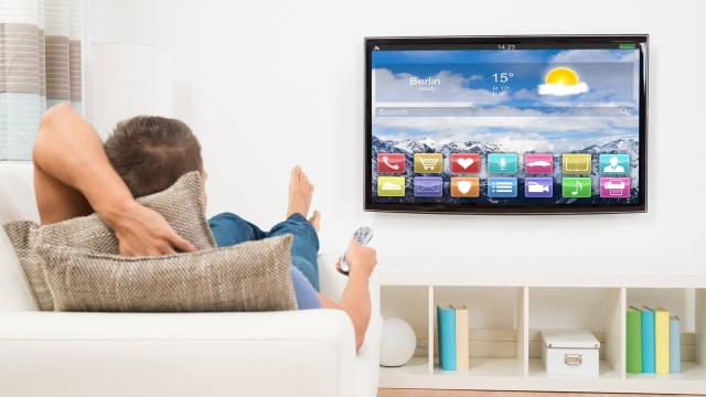 Nonton TV lebih dari 3,5 jam sehari berisiko demensia.
