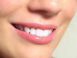 Sangat penting menjaga kesehatan mulut, terlebih di tempat kerja. Jika Anda belum tahu caranya, ada beberapa langkah yang bisa dilakukan.