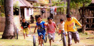 Bermain di luar ruangan sangat penting bagi kesehatan anak. Banyak manfaat yang dirasakan.