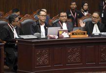 Tim Hukum Prabowo-Sandi di sidang MK.