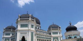 Masjid Raya Al-Mashun merupakan salah satu peninggalan bersejarah di Kota Medan.