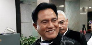 Ketua Tim Hukum TKN Jokowi-Ma'ruf Yusril Ihza Mahendra tampak sumringah sebelum memasuki ruang sidang sengketa Pilpres 2019 di MK.Ketua Tim Hukum TKN Jokowi-Ma'ruf Yusril Ihza Mahendra tampak sumringah sebelum memasuki ruang sidang sengketa Pilpres 2019 di MK.