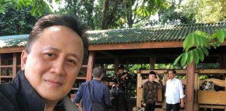 Jokowi Ajak Rich Brian Lihat Kambing Peliharaan di Istana Bogor.