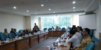 Suasana rapat pimpinan gabungan (rapimgab) DPRD DKI Jakarta untuk membahas tata tertib.