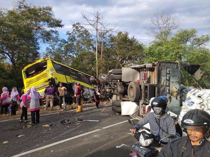 Kecelakaan Rombongan Guru TK Gresik Diduga Rem Blong.