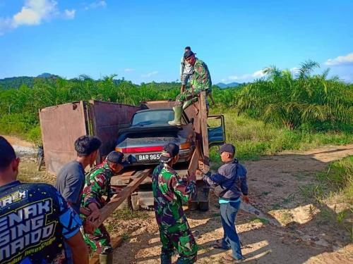 Penyelundupan Mobil Mewah Asal Malaysia Digagalkan TNI.