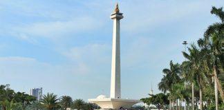 Monumen Nasional (Monas) Jakarta resmi dibuka untuk umum.