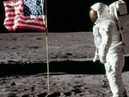 Neil Armstrong Mendarat di Bulan.