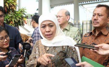 Gubernur Jawa Timur Khofifah Indar Parawansa usai mengikuti ratas di Istana Kepresidenan Bogor, Jawa Barat.