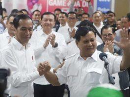 Pertemuan Jokowi dan Prabowo di Stasiun MRT Jakarta.