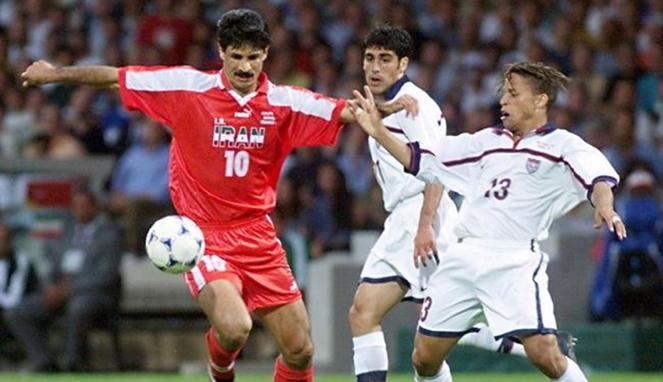 Ali Daei dengan Timnas Iran di Piala Dunia 1998.