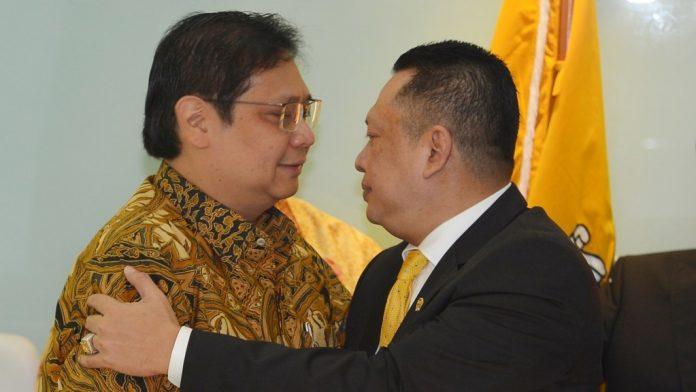 Airlangga Hartarto (kiri) bersama Bambang Soesatyo.