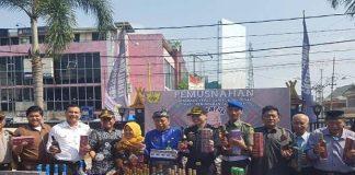 Bea Cukai Riau Amankan Jutaan Batang Rokok dan Ribuan Miras Ilegal.