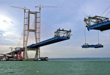 Pembangunan Jembatan Suramadu.