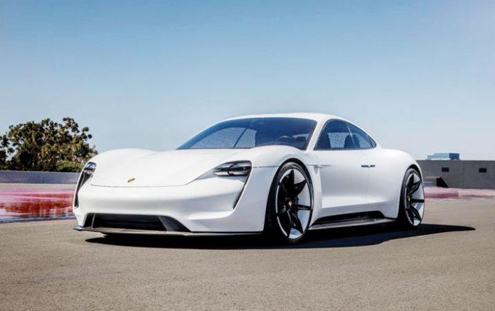 Mobil listrik Porsche Taycan.