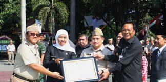 Gubernur Jawa Timur Khofifah Indar Parawansa saat membentuk Satgas Inventarisasi Aset Jawa Timur.