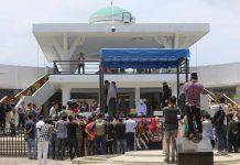 Pertama Kali Digelar, Hukuman Cambuk di Luar Pekarangan Masjid Banda Aceh.