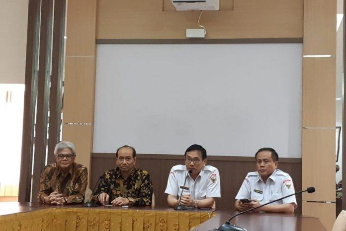Kepala Badan Pembinaan Ideologi Pancasila (BPIP) Hariyono (nomor dua dari kanan, berkacamata)