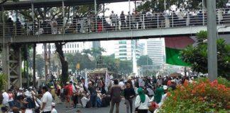 Akses Menuju Istana Ditutup, Massa Aksi Mujahid 212 Tertahan.