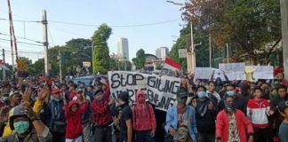 Aksi ribuan buruh, mahasiswa dan pelajar kembali berujung ricuh.