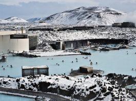 Destinasi Wisata Berendam di Geothermal Spa Blue Lagoon Islandia.