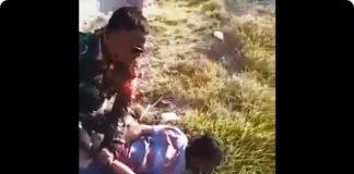 viral prajurit TNI membekuk seorang pembakar lahan.
