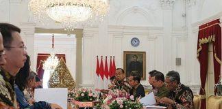 Jokowi Minta Masukan dari Pebisnis Tekstil dan Produsen Serat Sintetis.
