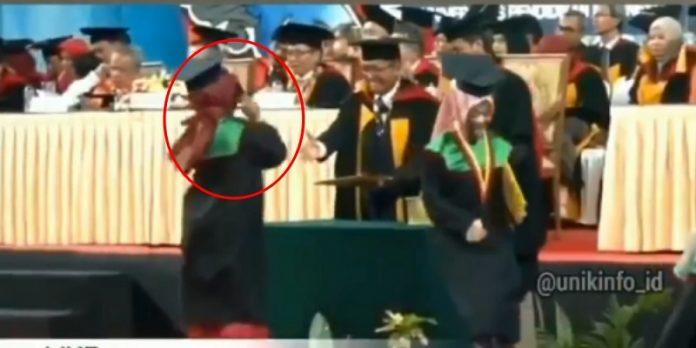 Viral Mahasiswi Joged ala Blackpink saat Diwisuda
