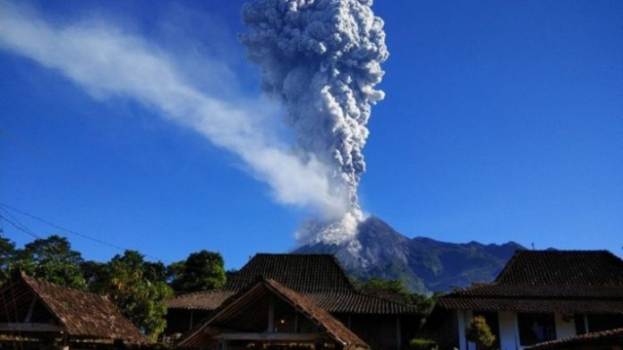 Letusan Gunung Merapi.