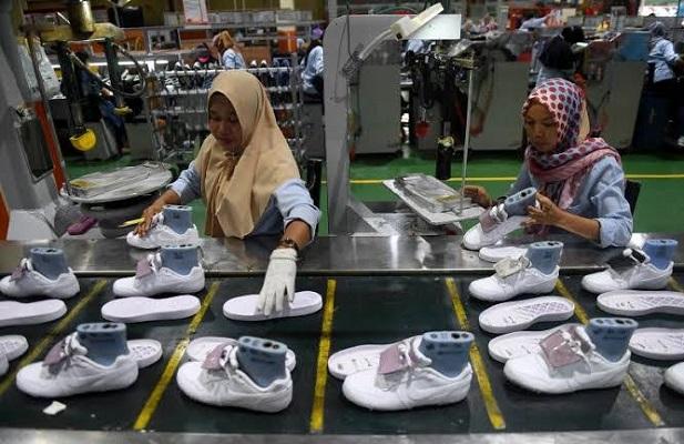 sejumlah industri sepatu di Banten melakukan proses relokasi pabrik di beberapa daerah di Jawa Tengah.
