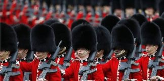 Trooping the Colour Inggris.