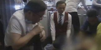 Viral, Dokter Sedot Urine Ibu Tua Dalam Penerbangan.