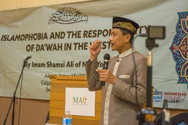 Imam Besar Masjid New York Kritik Menag Terkait Celana Cingkrang.