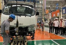 Presiden Jokowi Targetkan Ekspor Otomotif Nasional Capai 1 Juta Unit di 2024.