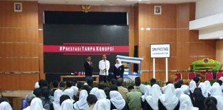 Presiden Jokowi Dalam acara pentas seni Prestasi Tanpa Korupsi di SMKN 57.