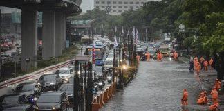 Jokowi Terdiam 30 Detik Saat Ditanya Mengenai Banjir Jakarta.